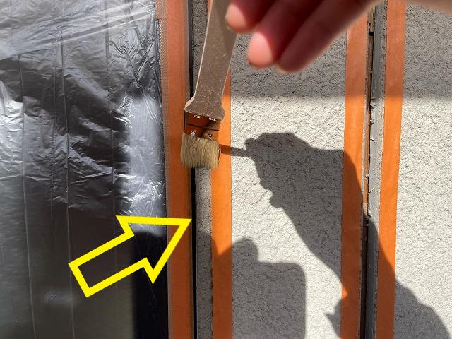 津市築18年のお家でコーキング修理と屋根の下塗り作業をしました