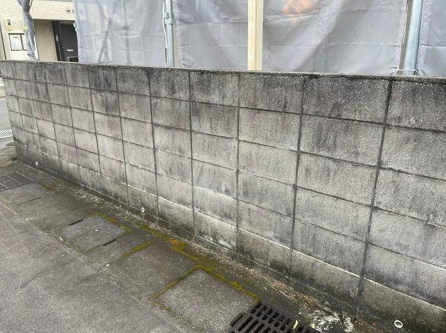 塀水洗い前