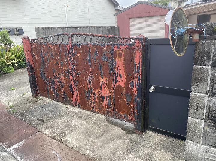 施工前の鉄扉写真