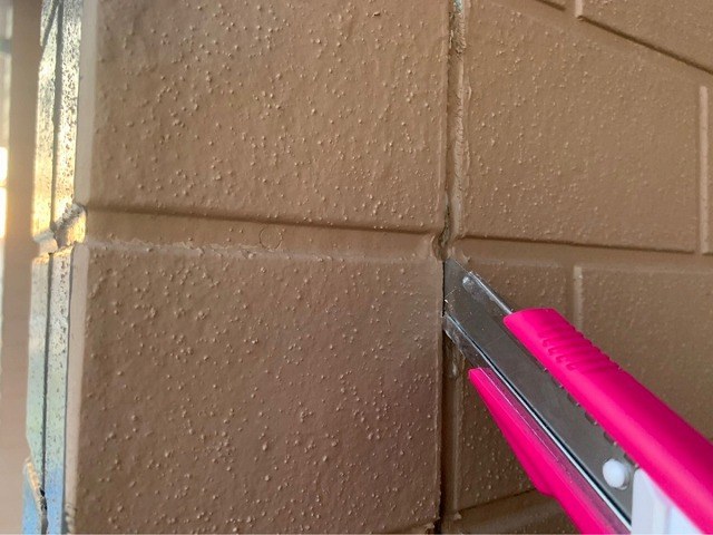 伊勢市築19年コーキング打ち換え工事と外壁塗装工事の様子