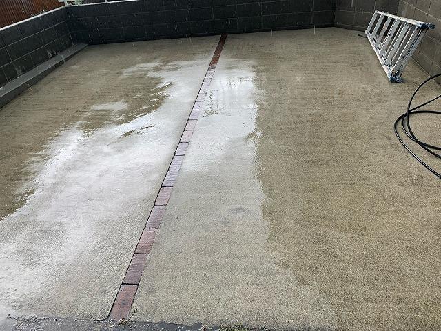 駐車スペース水洗い後