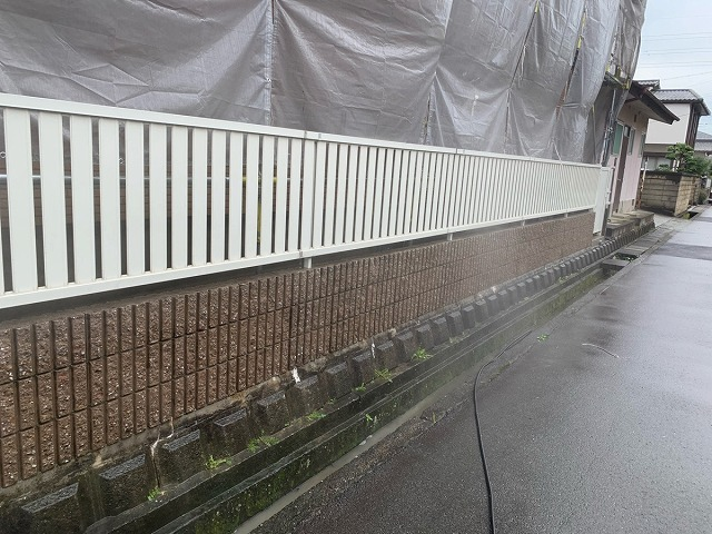 塀の水洗い後